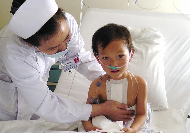 術后恢復中的西藏先心病兒童.JPG